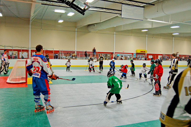 Indoor roller hockey practice on goal