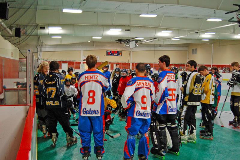 Indoor rollery hockey players huddled up